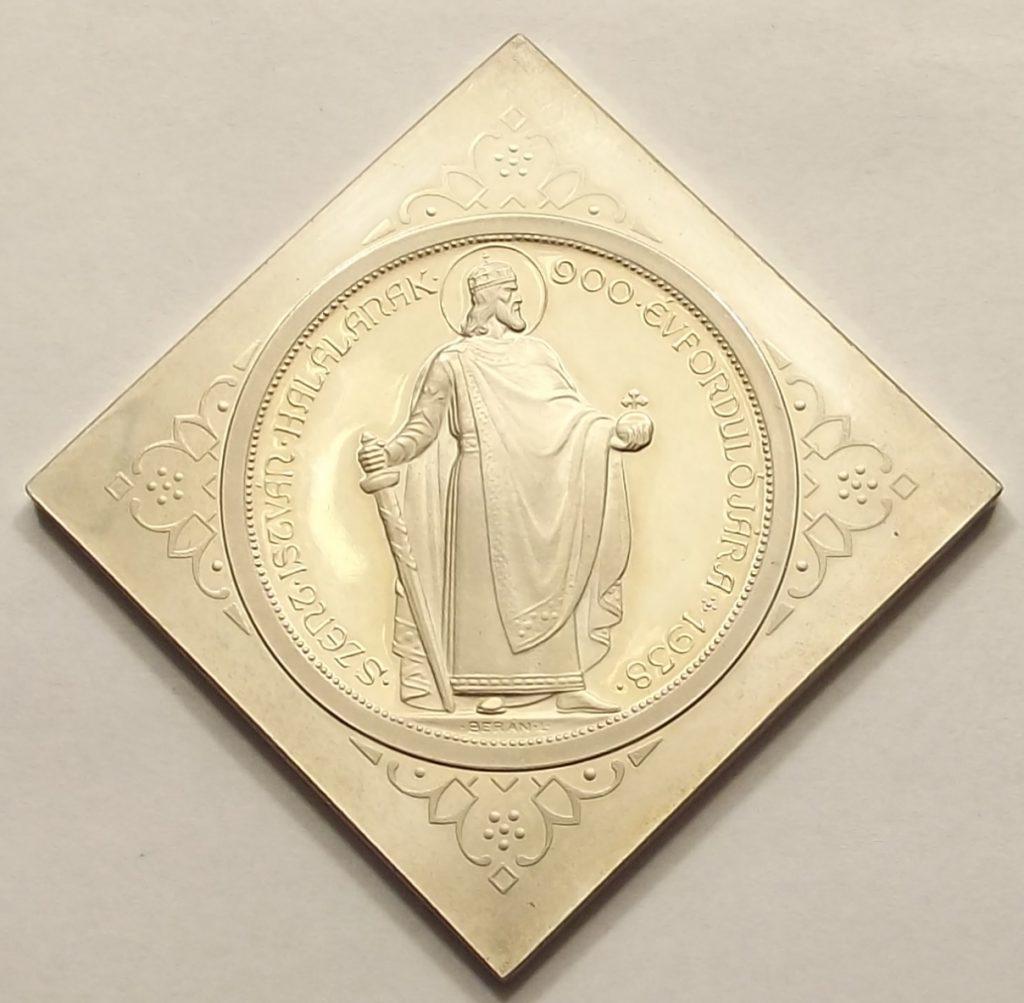 Álló Szent István 5 pengő csegely 1938 felül UP Artex